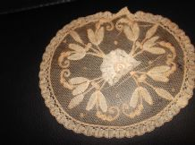 ANTIQUE EMBROIDERED LACE DOILY WITH RAISED CENTRE LACE FLOWER CREAM BEIGE OVAL